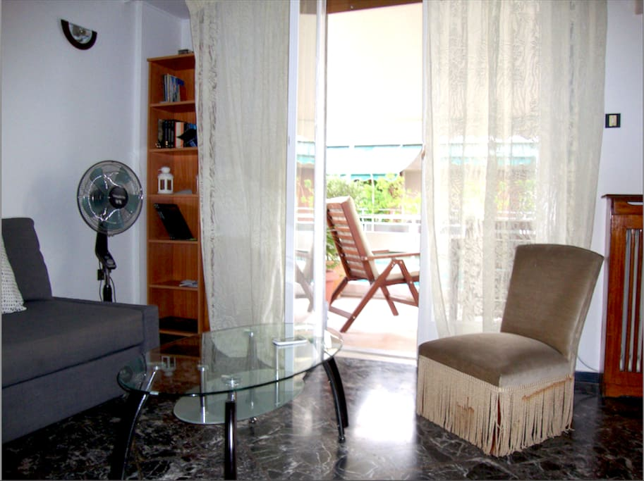 Lounge leads to a 25 sq m2 verandah with a small view of the Akropolis!