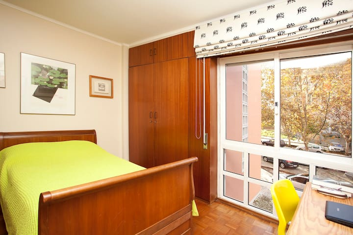 Cozy room in great neighborhood! - Lissabon - Lägenhet