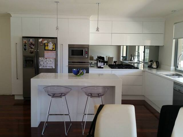 Modern home close to the beach - Duncraig - Bed & Breakfast