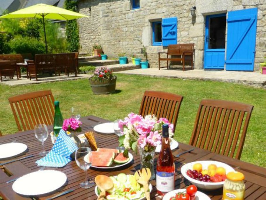 Dining alfresco makes for a perfect summer holiday