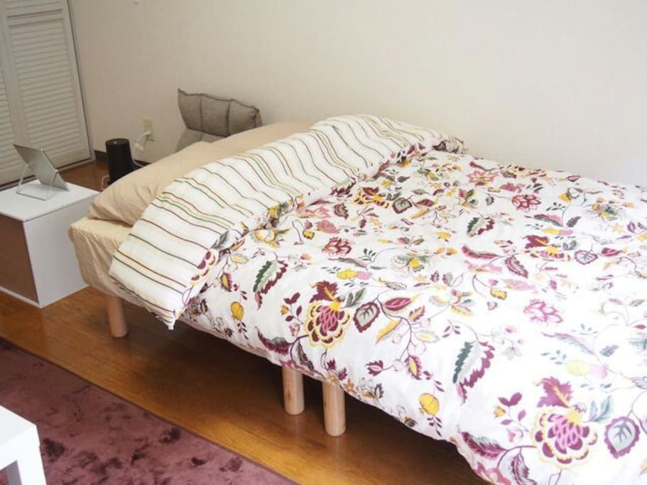Semi-double bed & single futon