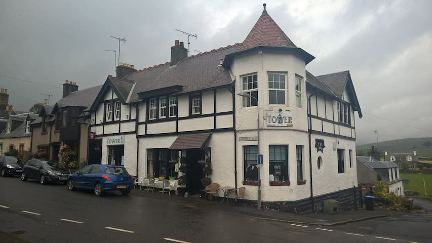 The Tower Hotel. Oxton. - Oxton - Penzion (B&B)