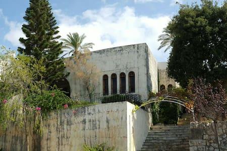 Charming villa & garden - Byblos
