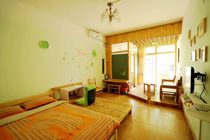 yangshuo big bed room with balcony - 桂林 - Casa