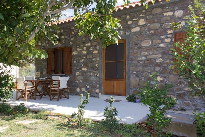 """""""Perivoli"""" Stone house"""