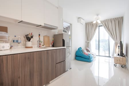 B/N Fully furnished Condo Near LRT - Singapur - Apartament