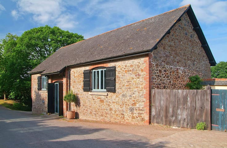 Big and beautiful Devon barn - Sampford Courtenay