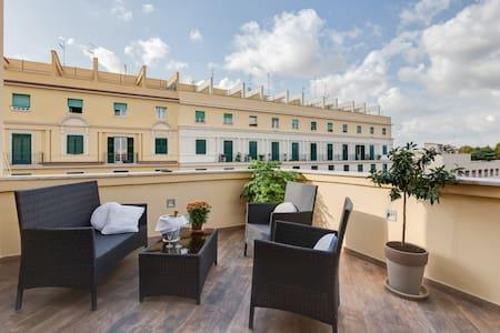 Central terraced - NEW - top floor - Roma