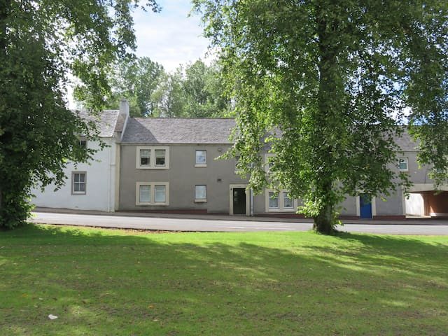Serviced Apartments Eaglesham