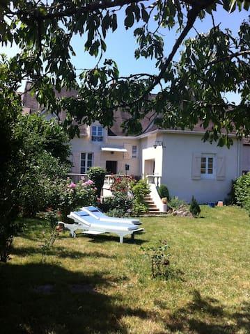 """Maison de Campagne en Bourgogne Sud """"Les Maranges"""" - Chassey-le-Camp - Hus"""
