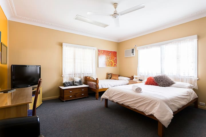 Delux Queen - family home - Cairns - Casa