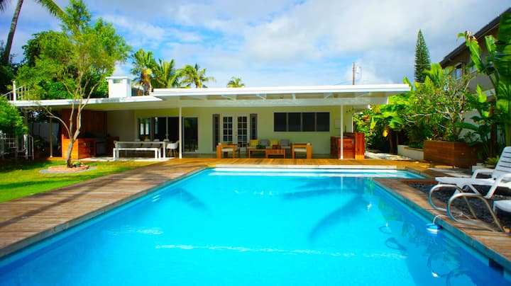 Waterfront pool house paddle to beach