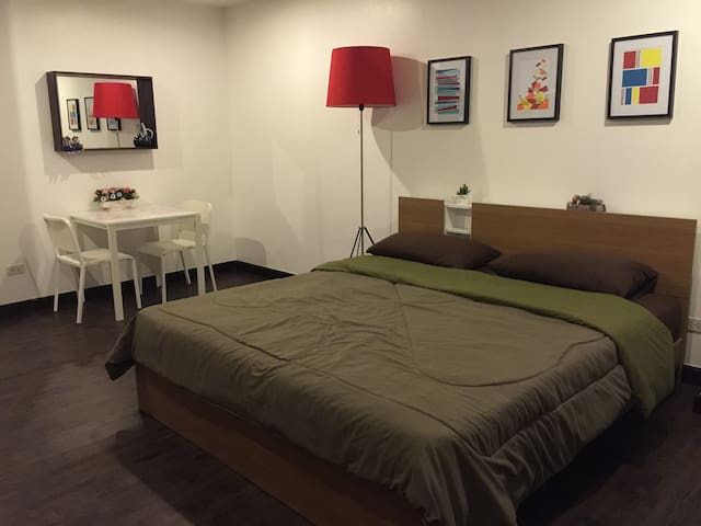 Quiet&Clean Studio on Silom, 5 mins to skytrain.