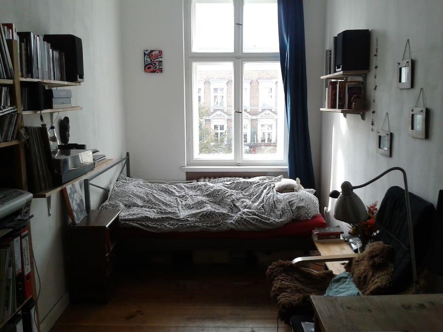 Das Bett, in dem zwei Personen schlafen können
