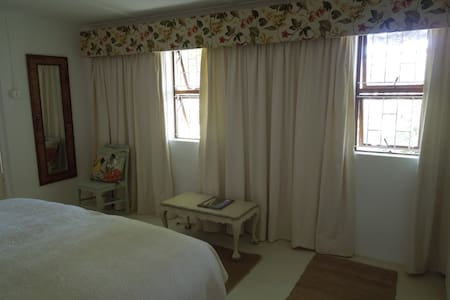 Sunbird  Self Catering  Cottage - Stanford - Outro