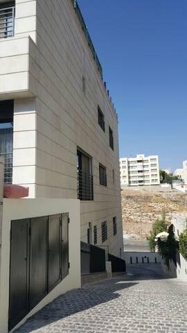 Abdoun Apartment close to embassies