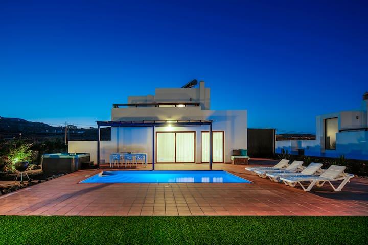 Casa Em - Moderne Villa