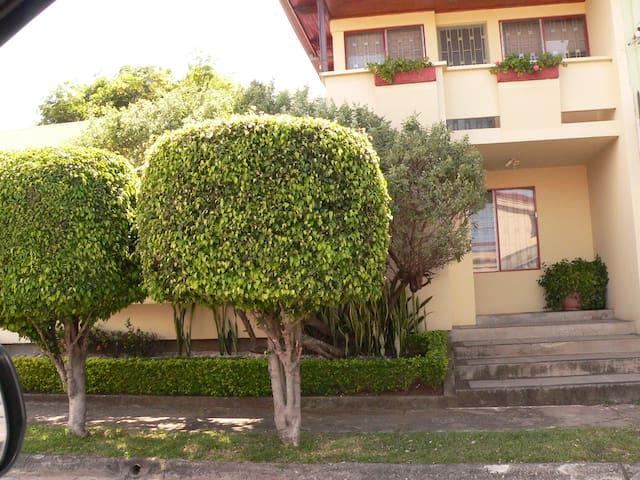 Cozy Home Central Valley Costa Rica - San Jose - House