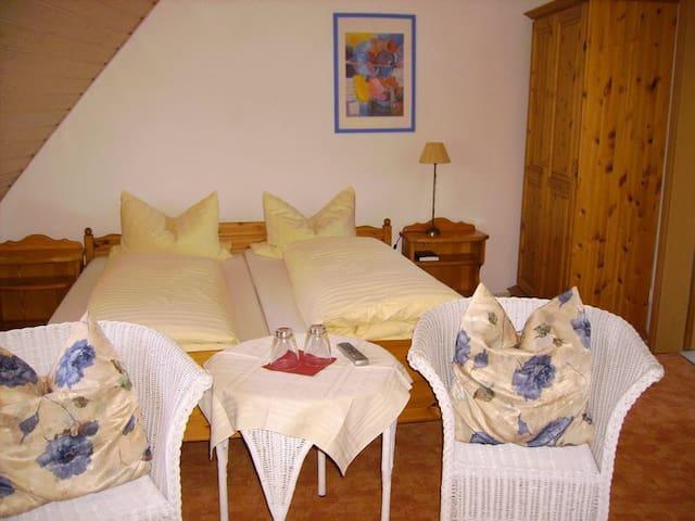 Gästehaus Langhammer Zimmer 7 - Bubenreuth - Bed & Breakfast