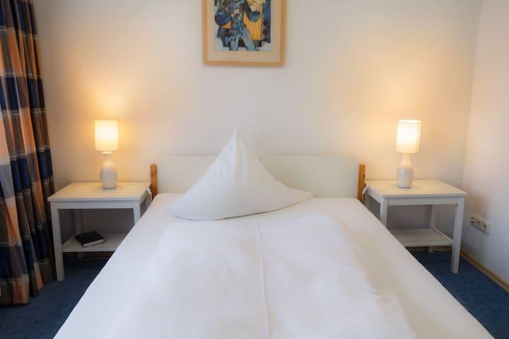Gästehaus Langhammer Zimmer 10 - Bubenreuth - Bed & Breakfast