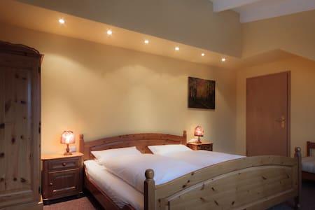 Gästehaus Langhammer Zimmer 14 - Bubenreuth - Bed & Breakfast