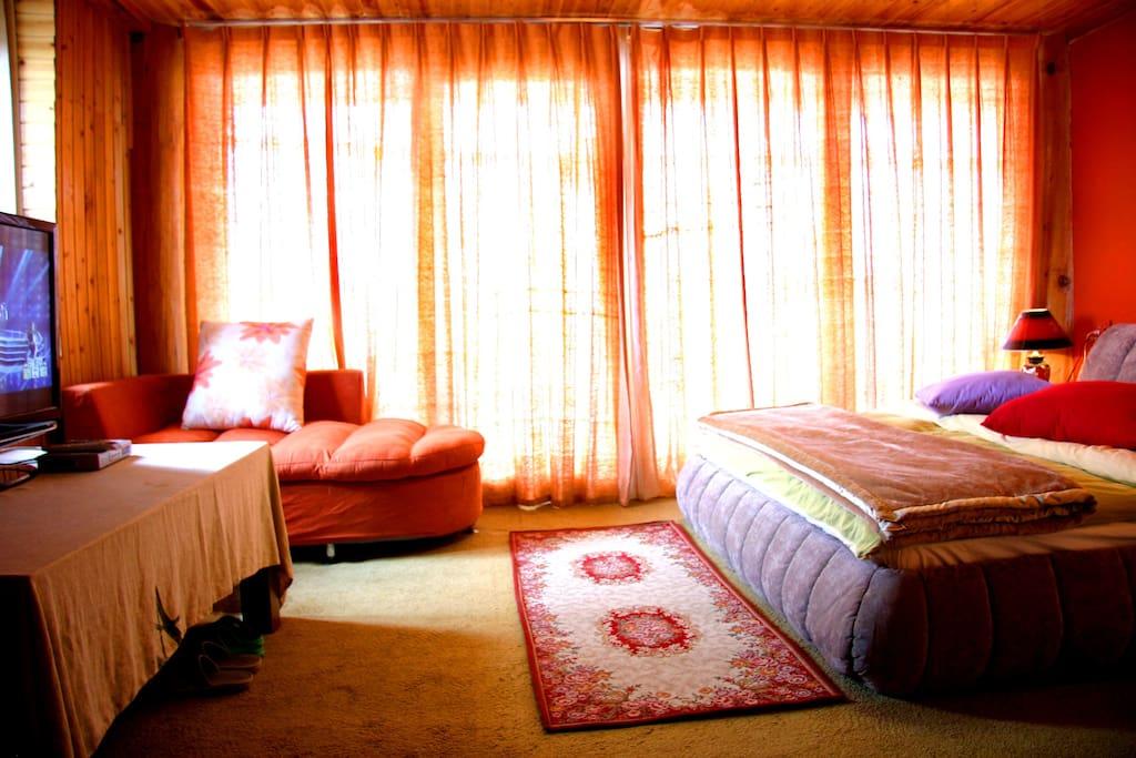 拉上窗帘的房间