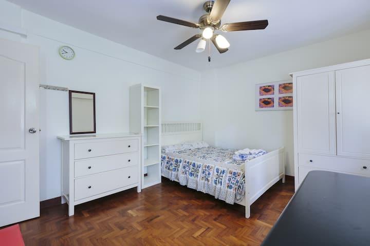 Lakeside En-suit/Master room.