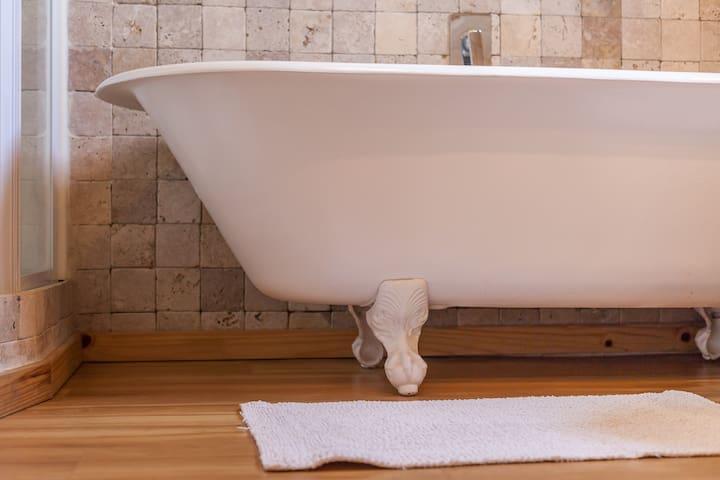 Ball and claw bathtub