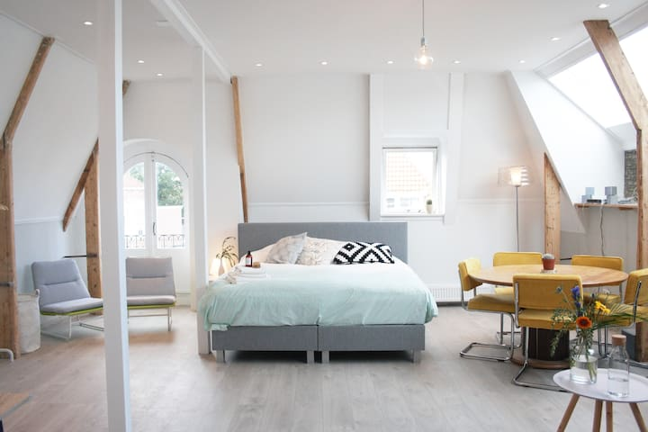 Bright and lovely loft-room in the city center! - Leeuwarden