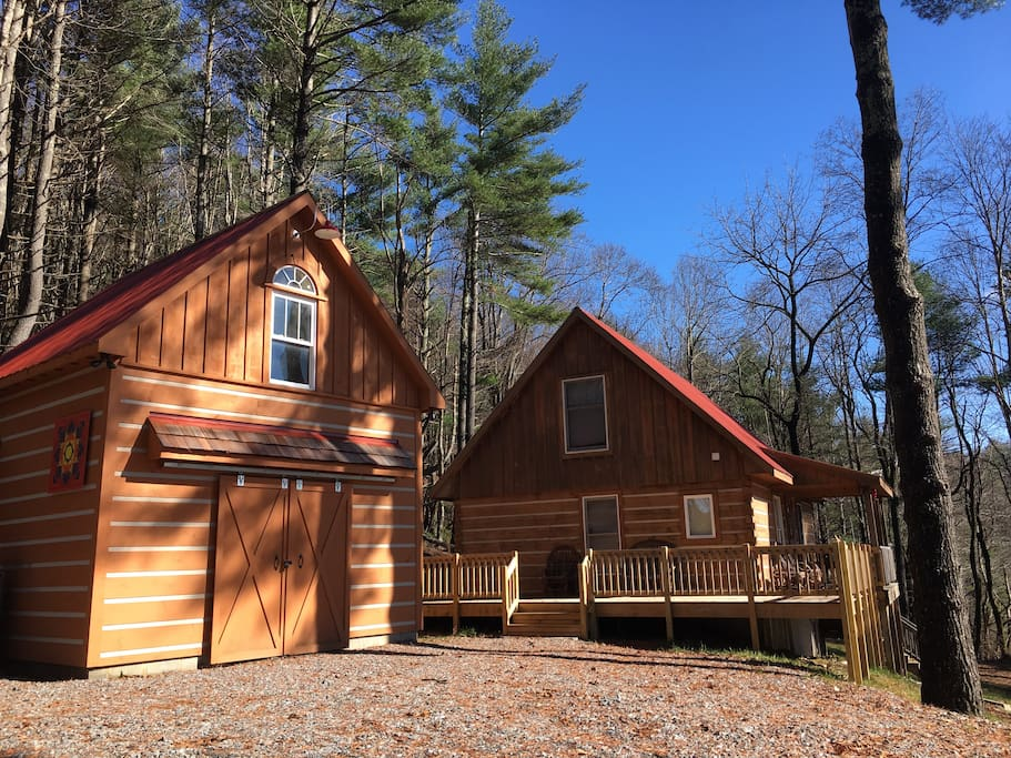 Stunning log cabin near blue ridge parkway cabins for for Cheap cabin rentals in asheville nc
