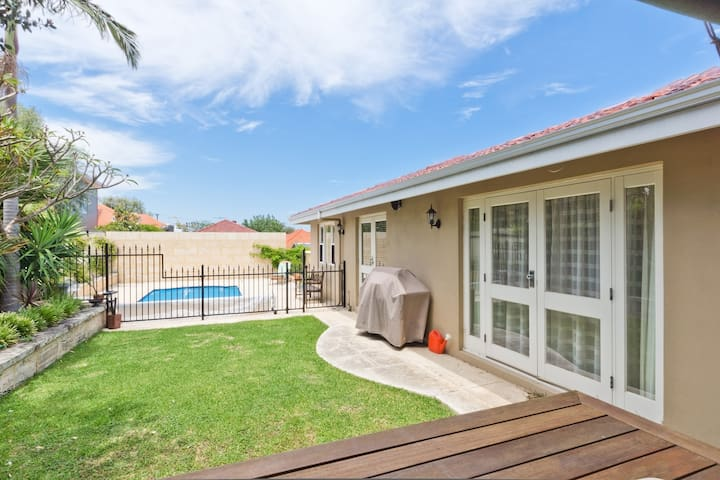 Close to City - Semi Detached Suite - North Perth