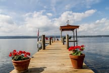 Cozy, private cabin with memorable sunsets and lakeside fun just minutes from many activities in the Finger Lakes including  wine, beer and scenic gorge hiking trails.