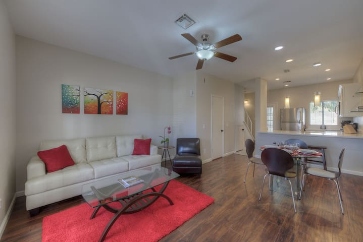 Remodeled 2 BR Condo Near Intel