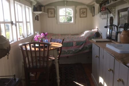 Shepherds hut hideaway Scotland - Minto
