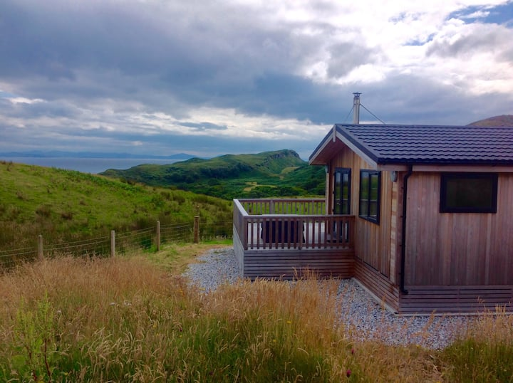 Stunning lodge, wild beaches. Incredible views!