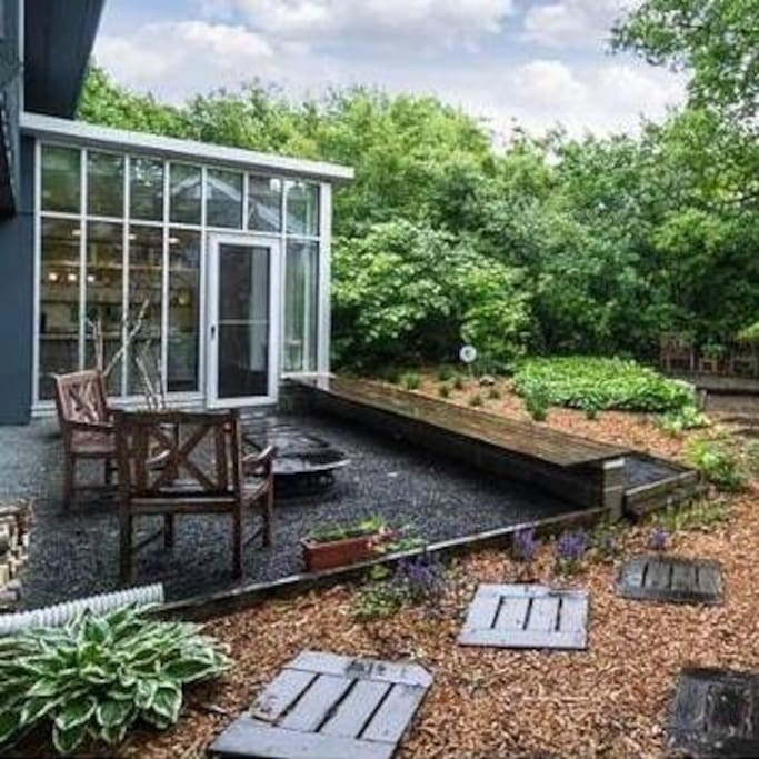 Priceless kitchen and outdoor space
