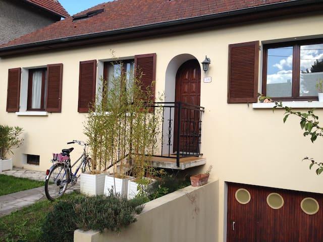 Grande maison à eaubonne - Eaubonne - Дом