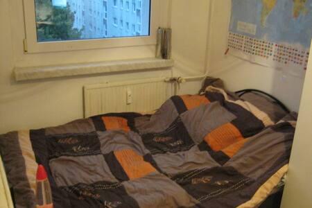 zwischenmiete dresden wohnen auf zeit airbnb dresden wohnung dresden wohnen auf zeit. Black Bedroom Furniture Sets. Home Design Ideas