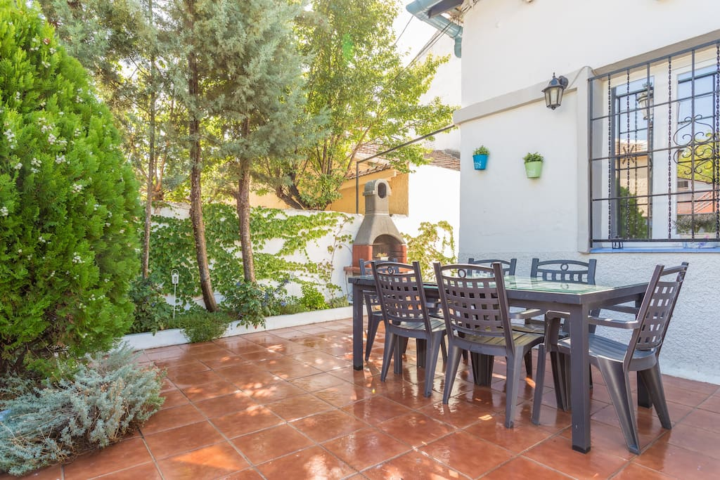 Villa garden 12 min away to center chalets for rent in - Garden center madrid ...