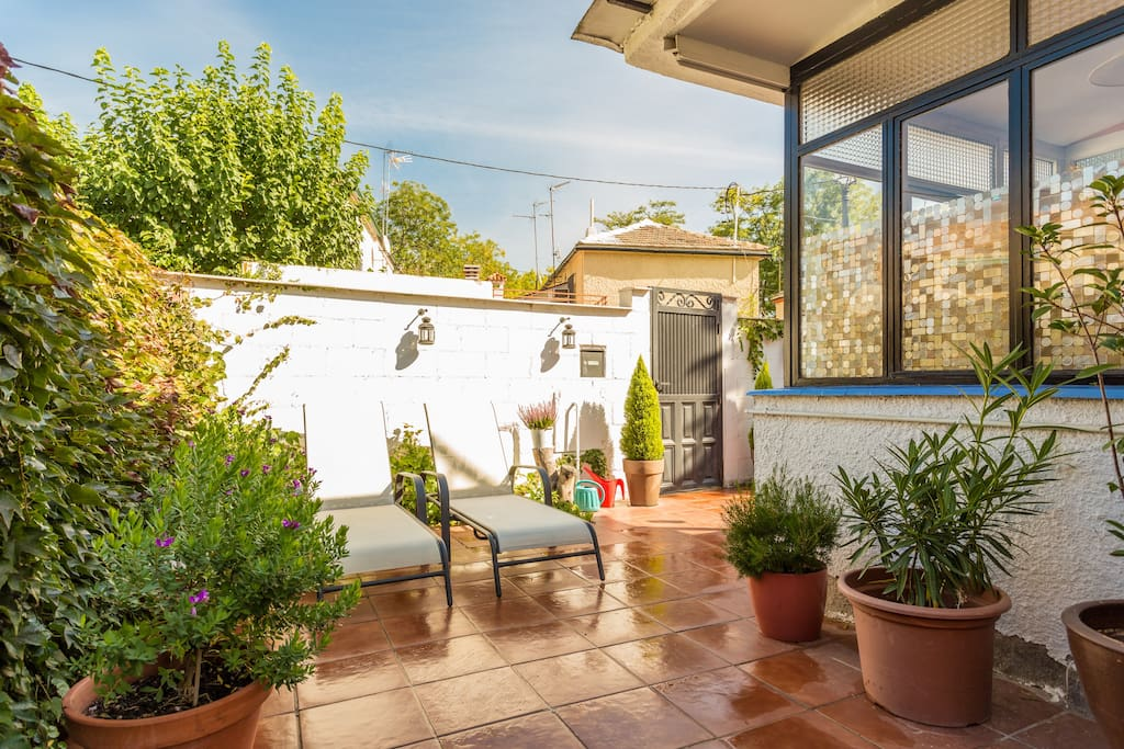Villa garden 12 min away to center chalets for rent in - Garden center madrid ...
