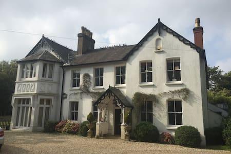 Perfect location for everywhere - Rusmooor, Farnham