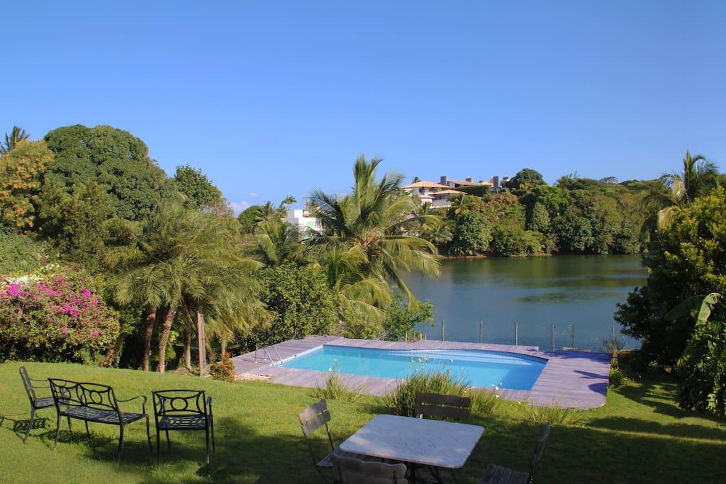 Piscina com vista para a lagoa, excelente temperatura durante o ano