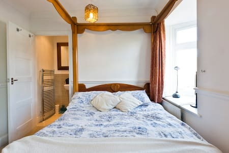 4-Poster Double Bedroom w/En Suite - Esher - House