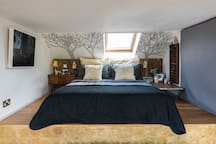 The Loft Room Kingsize mezzanine with feather bedding & views!