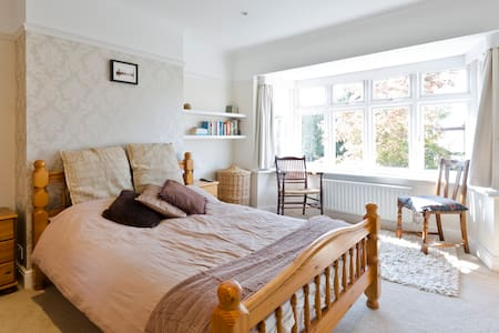 2 ensuite double rooms, Surrey - Esher
