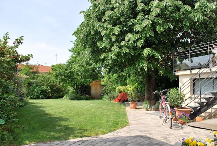 Quiet + leafy: Le Jardin des Etats  - Lyon - Apartamento