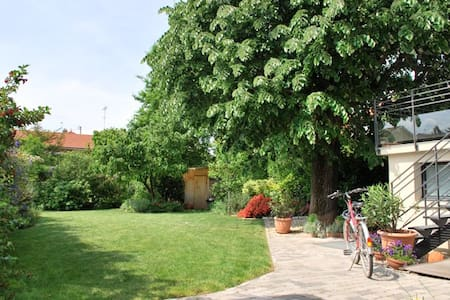 Quiet + leafy: Le Jardin des Etats  - Leilighet