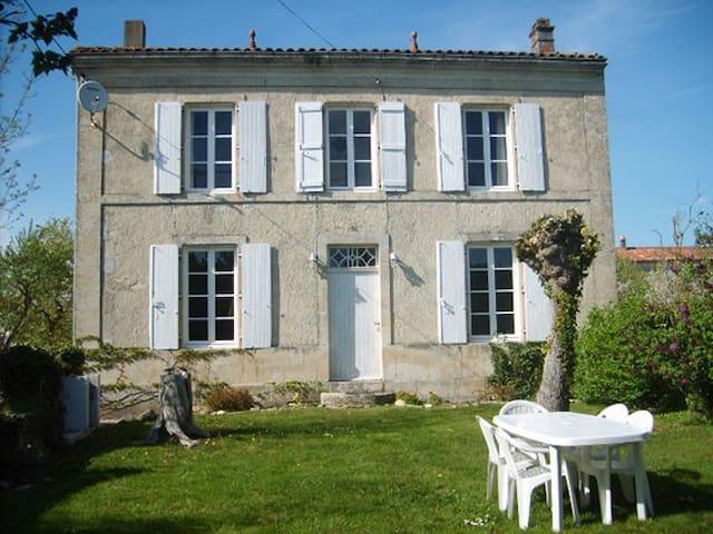 Maison Du Puits - Villeneuve-la-Comtesse - Casa