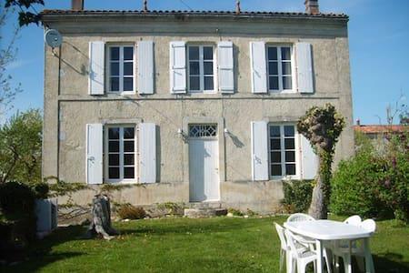 Maison Du Puits - Villeneuve-la-Comtesse - Hus