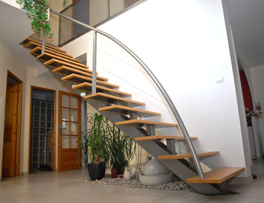 Escalier montant à l'étage